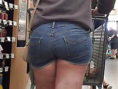 Thick Teen PAWG Butt in Shorts