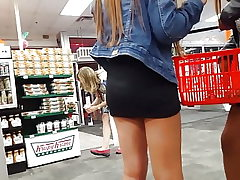 2 hot femmes upskirt (voyeur, long legs, candid, hot ass)