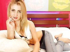 Blonde sizzling slut flashes her wide cunt on webcam