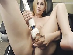 Blondie loves dildos and vibrators in her pussy