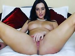 Brunette skinned babe plays with pussy webcam